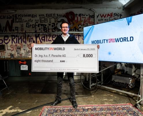 Breeze Technologies-Mitgründer Robert Heinecke freut sich über das Preisgeld in Höhe von 8.000 Euro